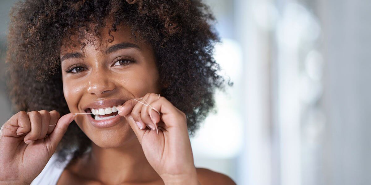 A Complete Guide to Flossing Teeth